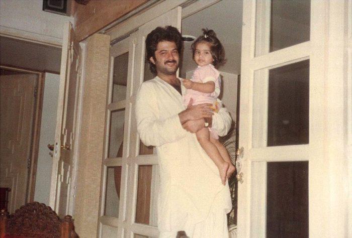 सोनम कपूर की बचपन की तस्वीर पिता अनिल कपूर के साथ