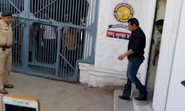 बॉलीवुड सुपरस्टार सलमान खान को जोधपुर सेंट्रल जेल में एक और रात बिताना होगा