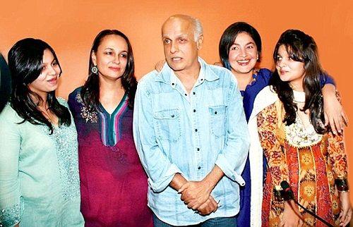 Alia-Bhatt-with-family
