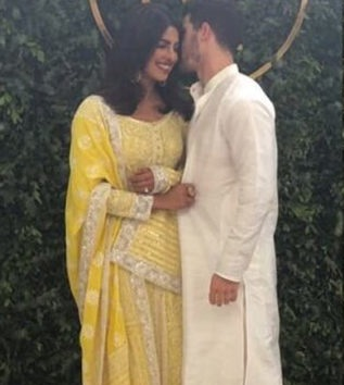 Priyanka-Chopra-Nick-Jonas-engagement-ceremony