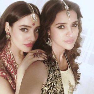 आयशा शर्मा ने अपनी बहन नेहा शर्मा के साथ