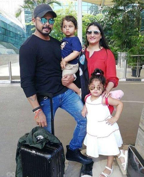 श्रीसंत अपनी पत्नी और बच्चों के साथ
