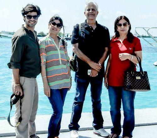 अपने माता-पिता और बहन के साथ सुसुमेर पसरीचा