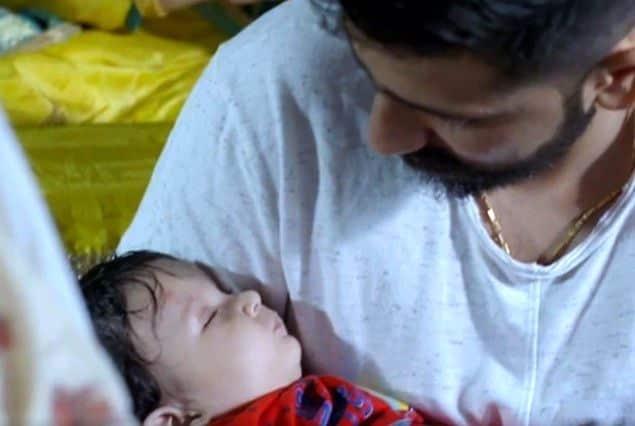 रोमिल चौधरी अपने बेटे के साथ