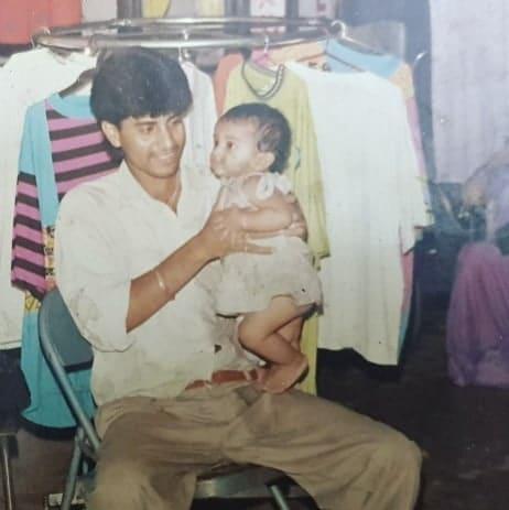 अक्षरा सिंह अपने पिता के साथ